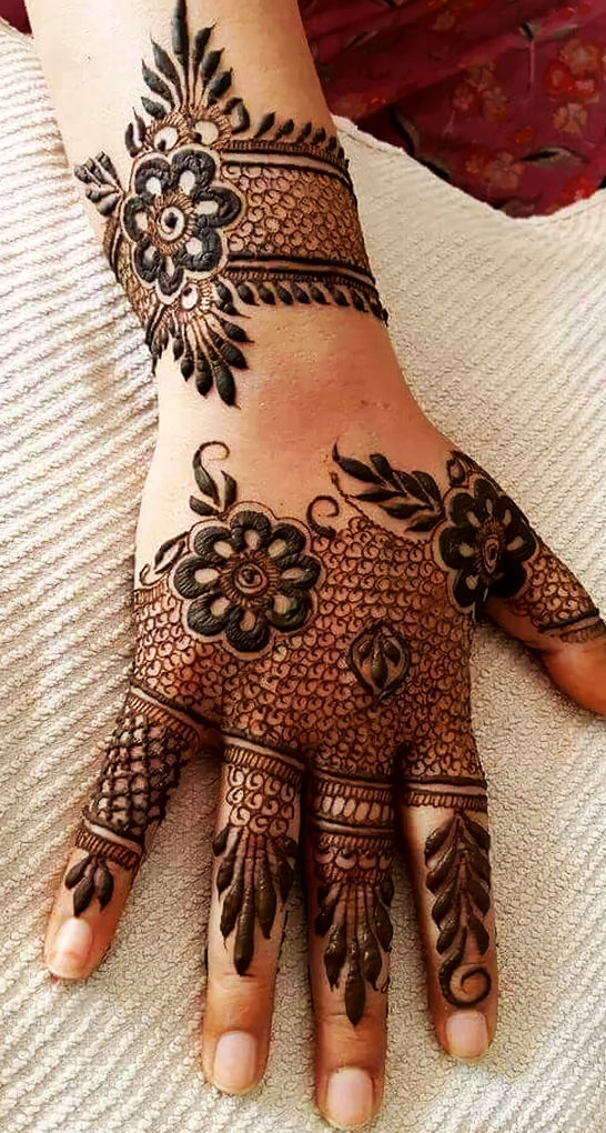 Stylish-Mehndi-Designs-for-Karva-Chauth-Image
